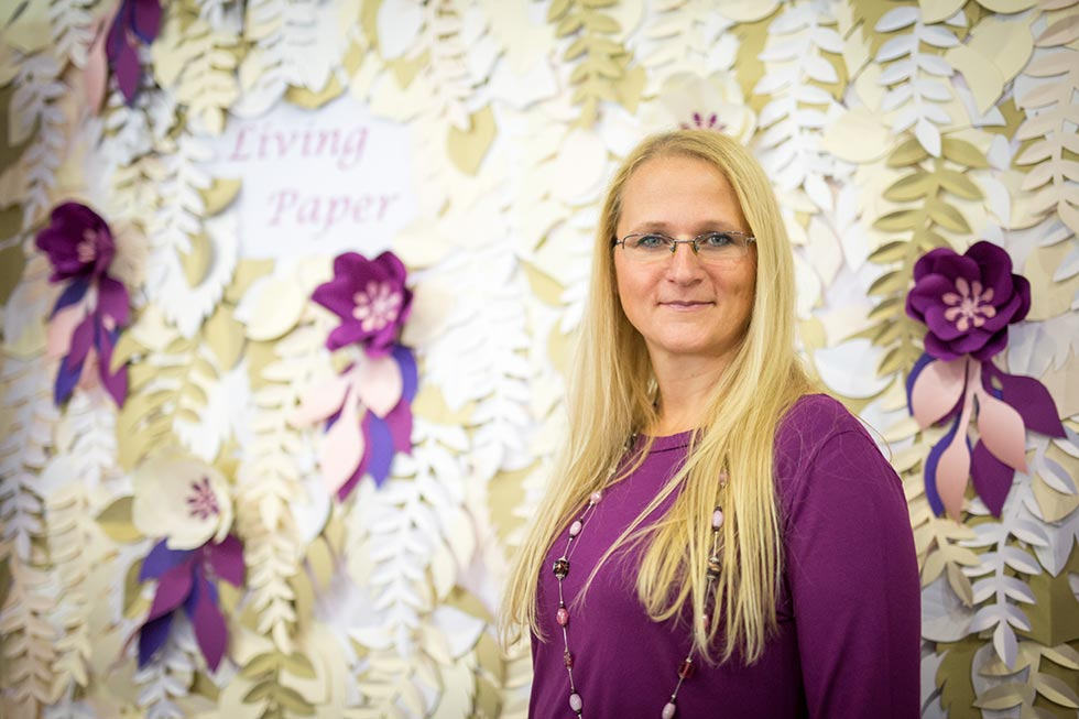 Papírvirág dekorácó és papírvirág fal készítése rendezvényekre, irodákba, valamint papírvirág csokrok, fejdíszek